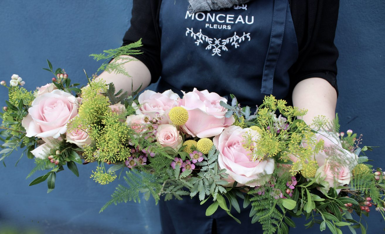 centre de table fleurs rose