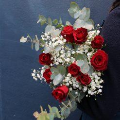 roses rouges gypsophile eucalyptus